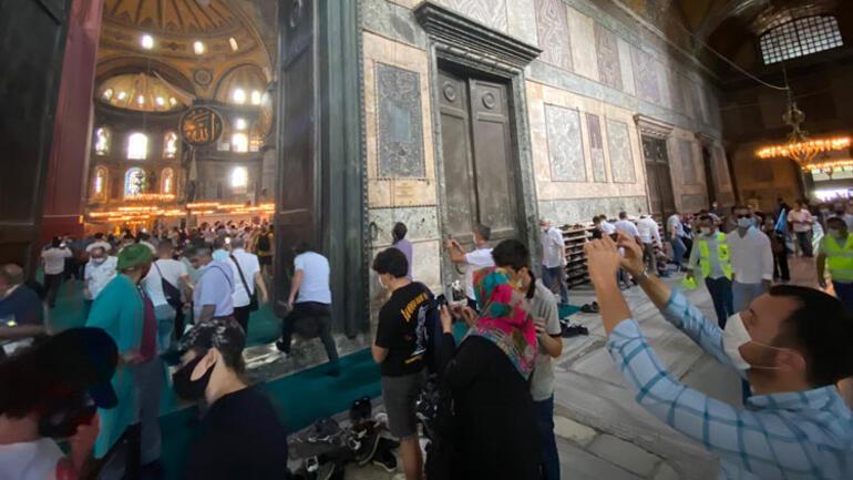 Ayasofya Camii ibadete açıldığının ikinci günü ziyaretçi akınına uğradı