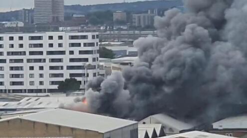 İngilteredeki büyük yangın panik yarattı