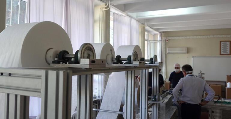 Öğretmenlerin geliştirdiği makine günde 30 bin maske üretiyor