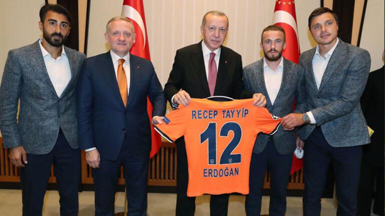 Son Dakika   Cumhurbaşkanı Recep Tayyip Erdoğan, Süper Lig şampiyonu Başakşehiri kabul etti