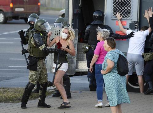 Belarusta sular durulmuyor... Eylemcilere işkence iddiası