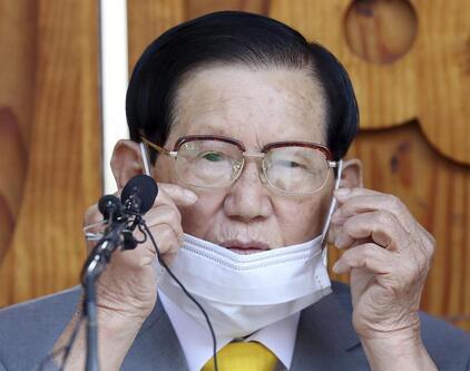 Güney Koredeki vaka sayılarının üçte biriyle ilişkilendirilen tarikatın lideri gözaltına alındı