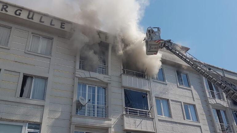 Son dakika... Esenyurtta bir apartmanda yangın çıktı