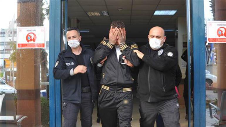 Antalyada iki kişinin parasını bıçak zoruyla aldığı öne sürülen iki şüpheli yakalandı