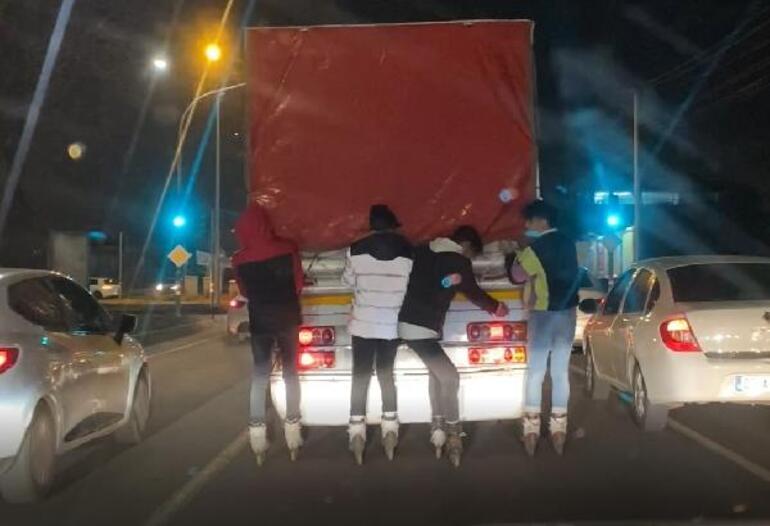 Diyarbakırda patenli 4 gencin tehlikeli yolculuğu kamerada