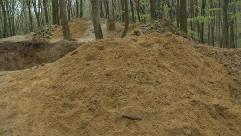 Defineciler talan etti Belgrad Ormanında devasa çukur... Ekipler bile şaşkına döndü