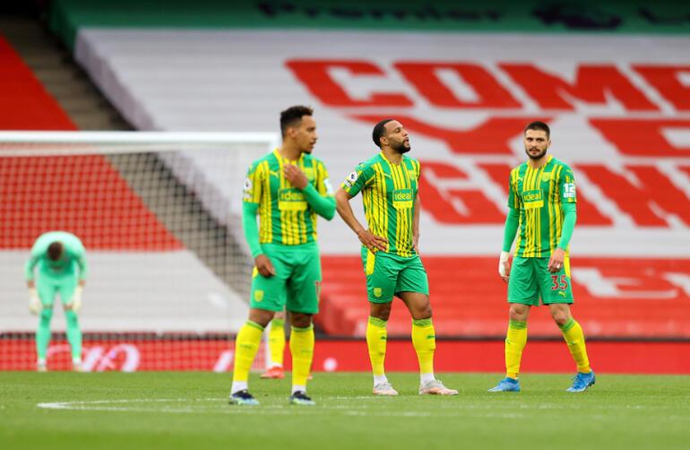 Okay Yokuşlu ve Mbaye Diagnenin forma giydiği West Bromwich Premier Lige veda etti